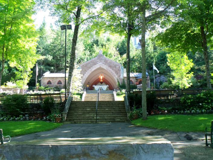 Cliquez sur l'image pour la voir en taille réelle  Nom : sanctuaire à Rigaud 016.jpg Affichages :508 Taille :101,2 Ko ID : 60191