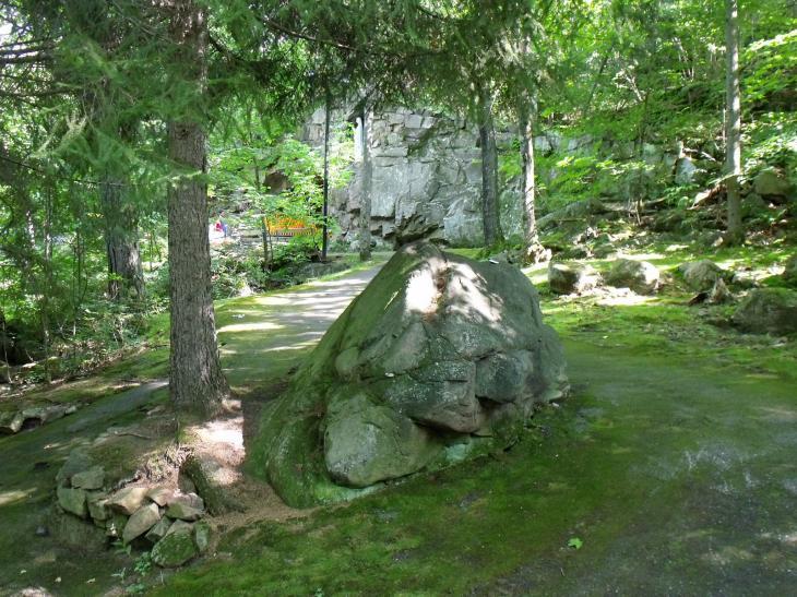 Cliquez sur l'image pour la voir en taille réelle  Nom : sanctuaire à Rigaud 005.jpg Affichages :475 Taille :99,7 Ko ID : 60194